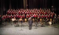 Η χορωδία του Μουσικού Σχολείου Γιαννιτσών με την ορχήστρα-χορωδία κοσμικής ελληνικής μουσικής